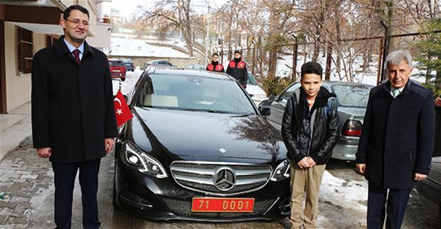 Governor Sends Official Car To Student After Twitter Plea Turkey News