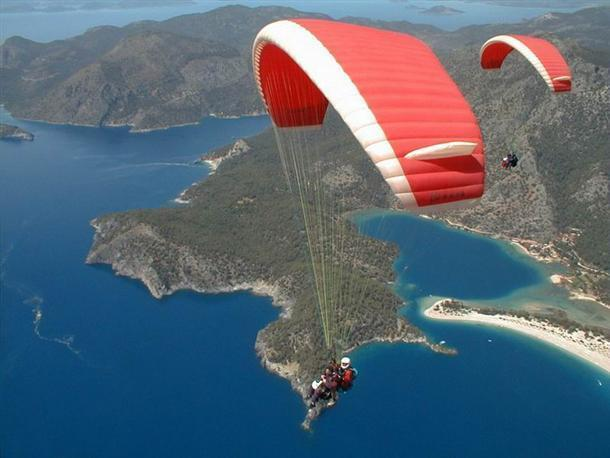 Over 7,400 people did paragliding in Fethiye during Eid al-Fitr