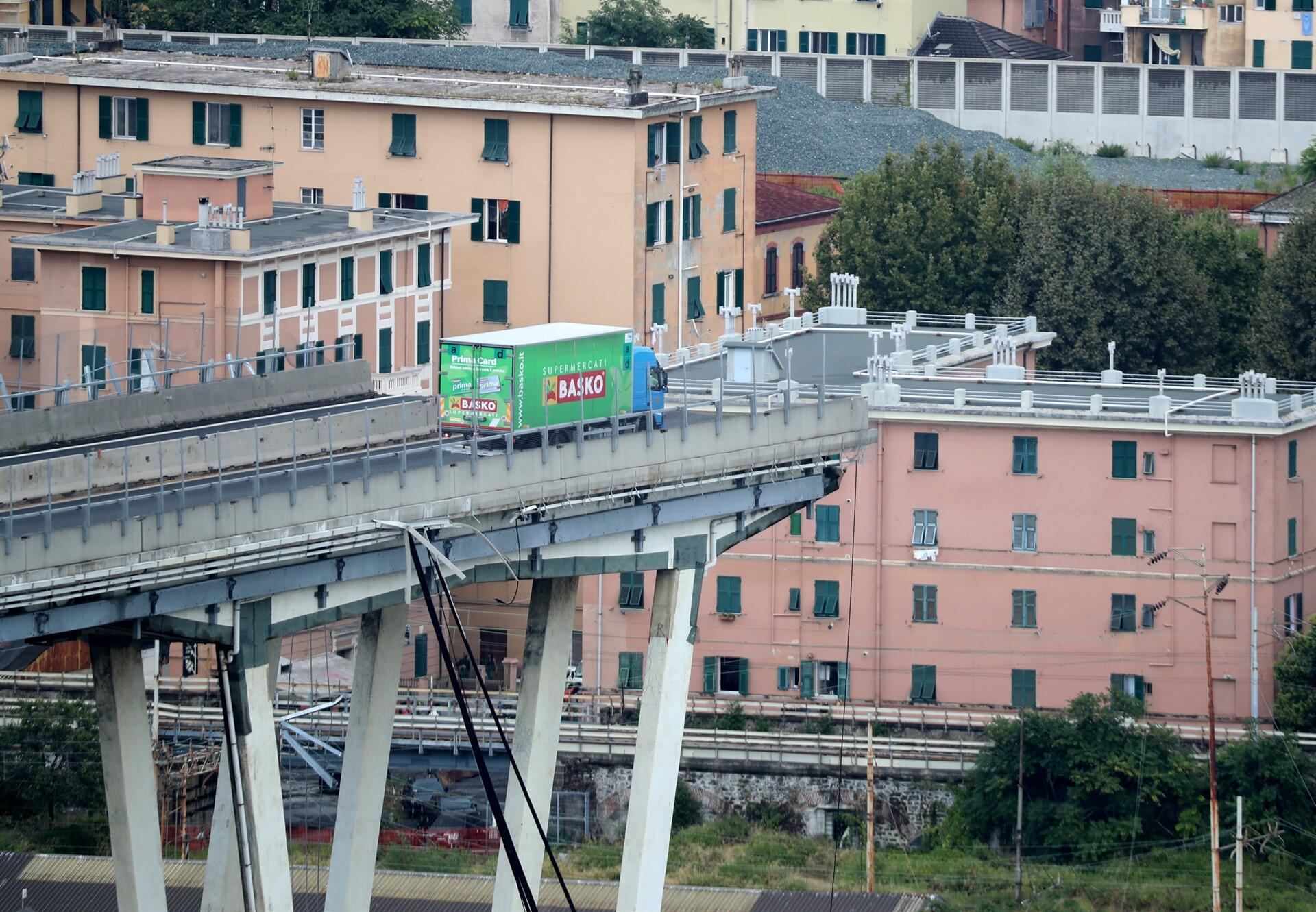 At least 30 dead in Italy motorway bridge collapse 'tragedy