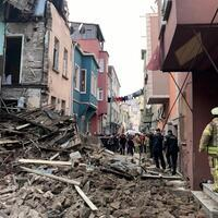3-story building collapses in Istanbul's Balat neighborhood