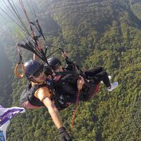 Woman celebrates her divorce by paragliding - Turkey News