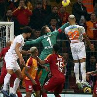 Muslera hero as Galatasaray beat Alanyaspor