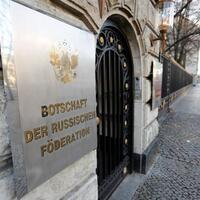Russia expels two German diplomats in row over killing