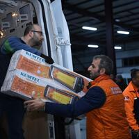 Turkey ends rescue efforts as national aid flows in