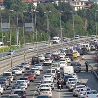 Spike in Istanbul traffic worries health minister