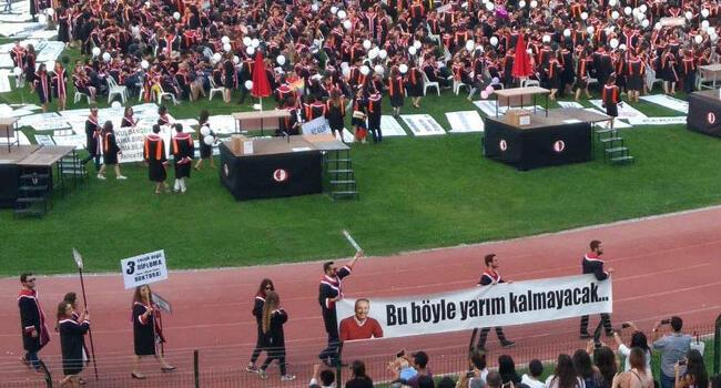 Two more detained for 'insulting Erdoğan' at ODTÜ graduation ceremony