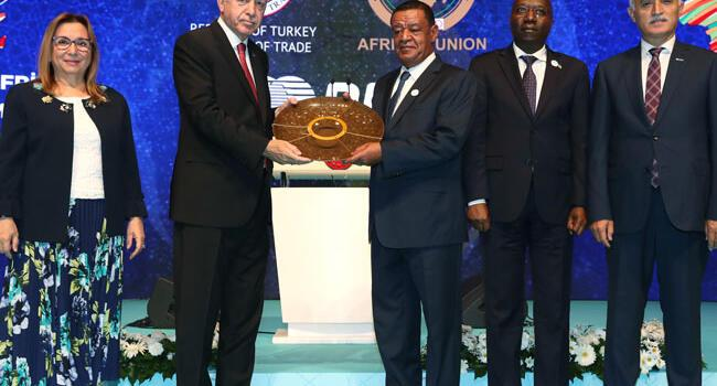 Erdoğan calls on African nations to trade in local currencies