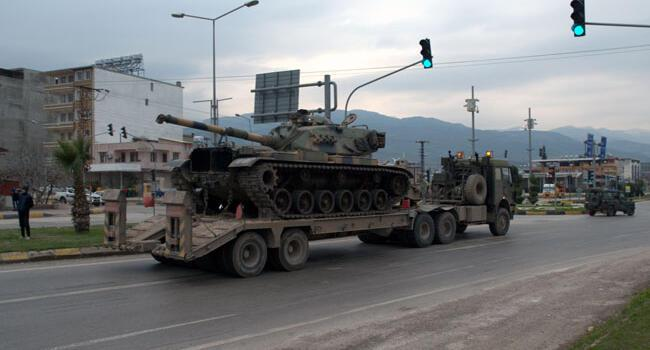 Turkey deploys tanks at border with Syria