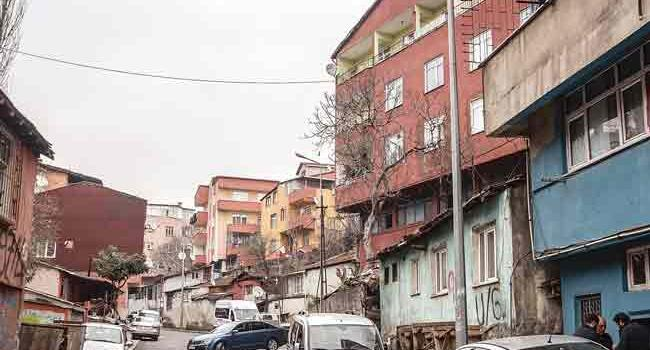 Mystery 'boss' leaves in Istanbul neighborhood envelopes with thousands of liras inside