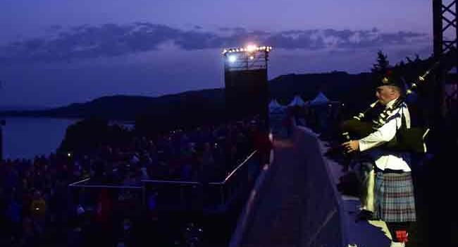 Thousands gather for dawn service in Gallipoli to remember fallen Anzacs