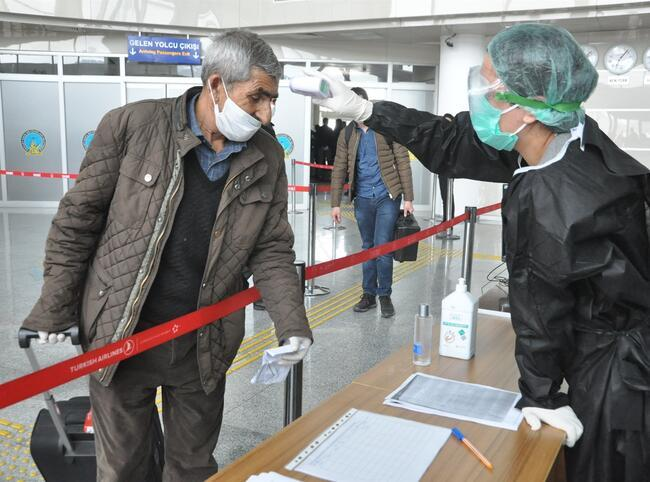 Turkey tightens measures in big cities, bans intercity travels as virus toll tops 90