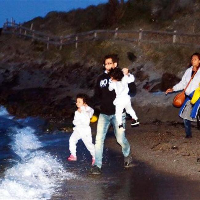 Syrian refugees dodge Turkish security forces, land in Greece