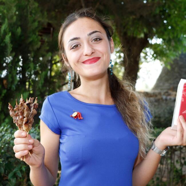 21-летняя турецкая студентка сумела съесть 255 шашлыков за 23 минуты
