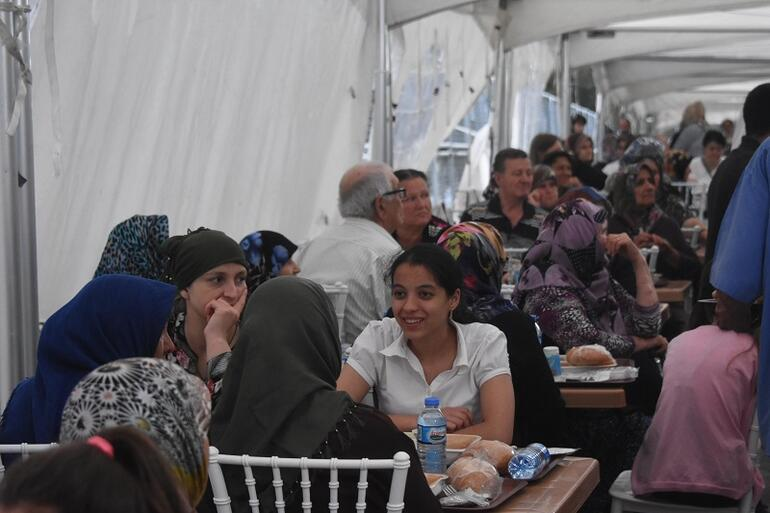 Turkeyâs Jewish community holds Muslim fast-breaking dinner