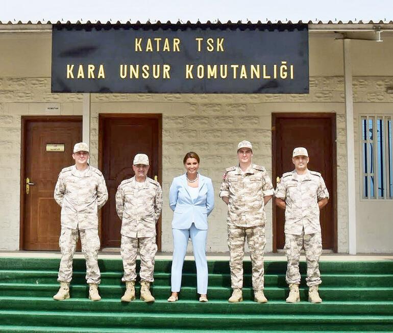 صحفية تركية تنشر صورتها من داخل قاعدة عسكرية لبلادها في قطر 5d52c5470f25442a543f475b