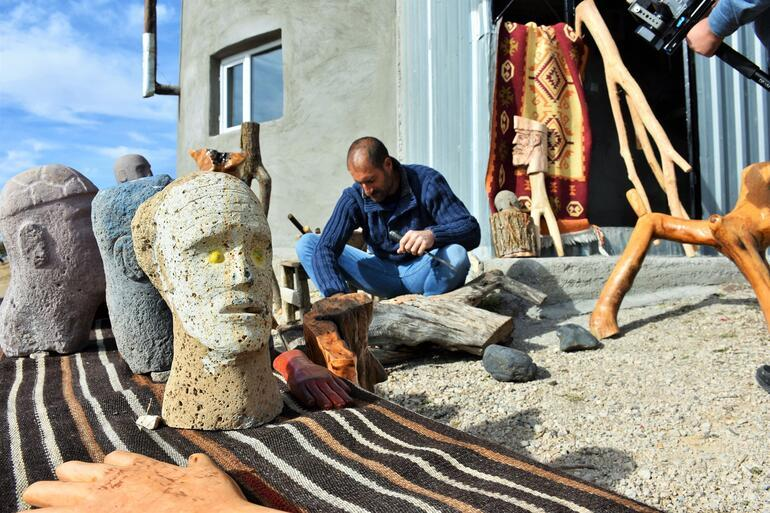 Shepherd by day, sculptor by night: Inspiring story from Turkey's east