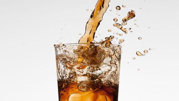 Bir kutu gazlı içeceğin vücuda 1 saat içindeki etkisini biliyor musunuz