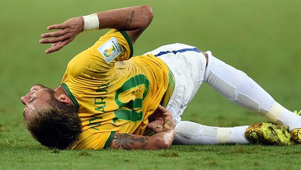 İlginç iddia: Darbe alınca yerde kıvranan futbolcular esasında acı çekmiyor!