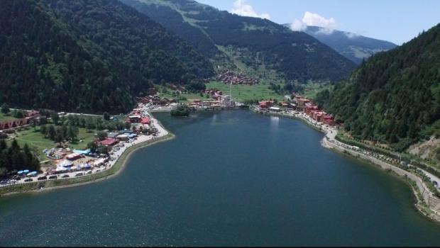 Yılda 2 milyon kişinin ziyaret ettiği göl