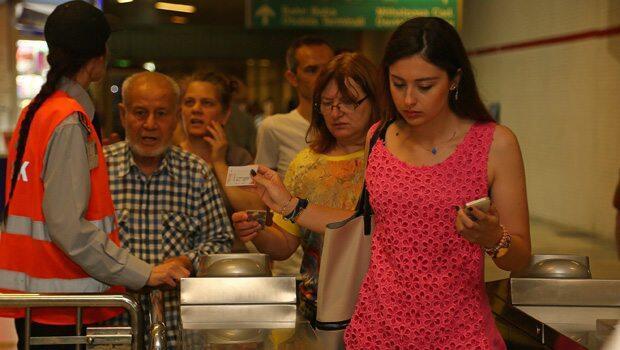 İzmir Büyükşehir Belediye Başkanı: Kart krizini henüz aşamadık