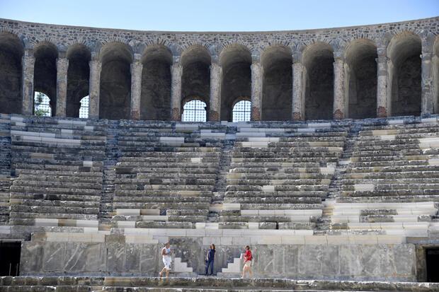 Aspendos Antik Kenti Tarihi : Muhteşem bir yer aspendos antik kenti gezginin ayak İzleri