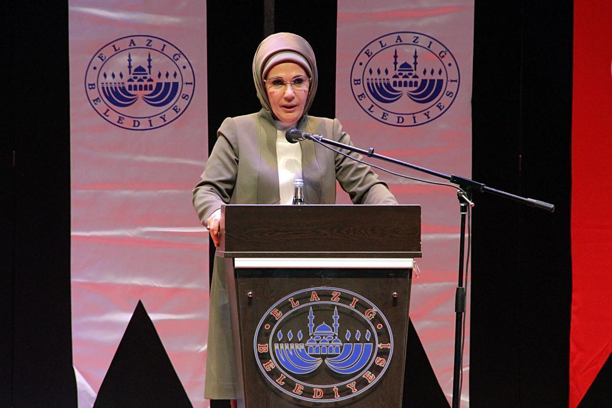 Emine Erdoğan: Kadın hayatın merkezinde