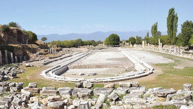 Afrodisias'ın havuzu gün yüzüne çıkıyor