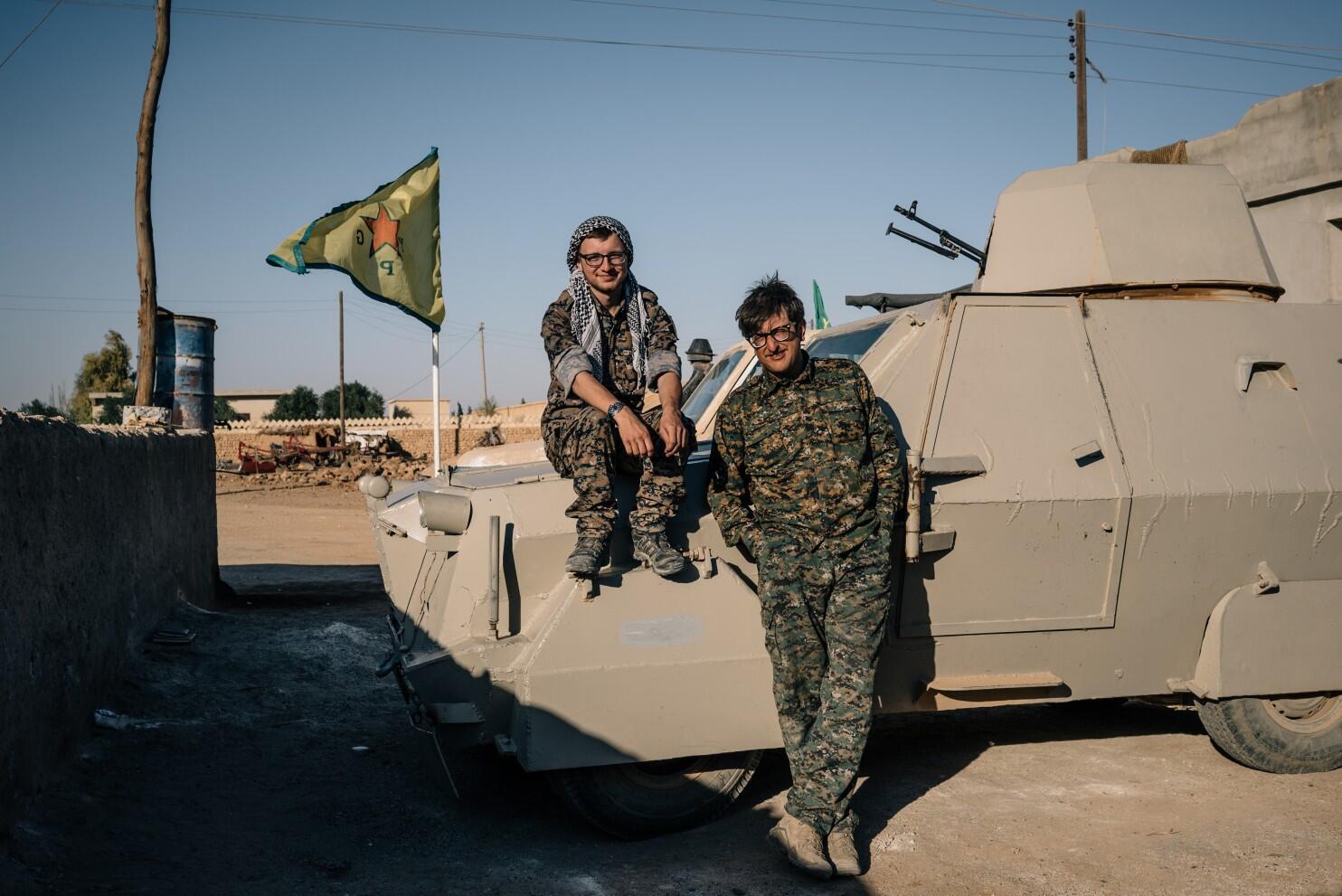 ABDli askerler YPGyle birlikte sınır nöbetinde 32