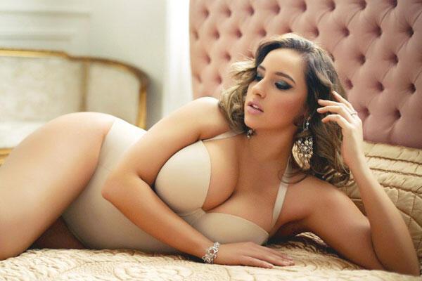 Sexy babe secretary