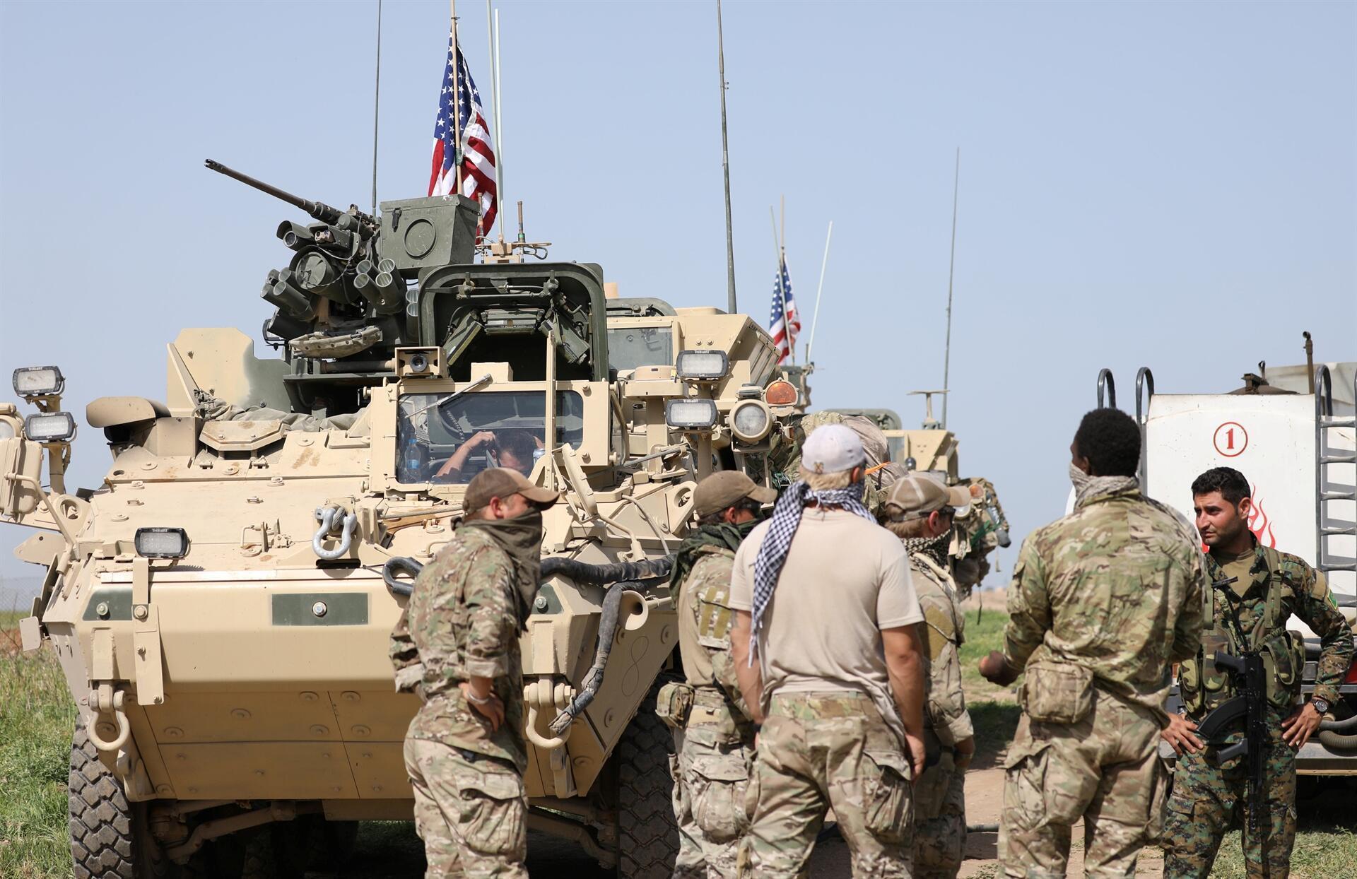 ABDli askerler YPGyle birlikte sınır nöbetinde 35