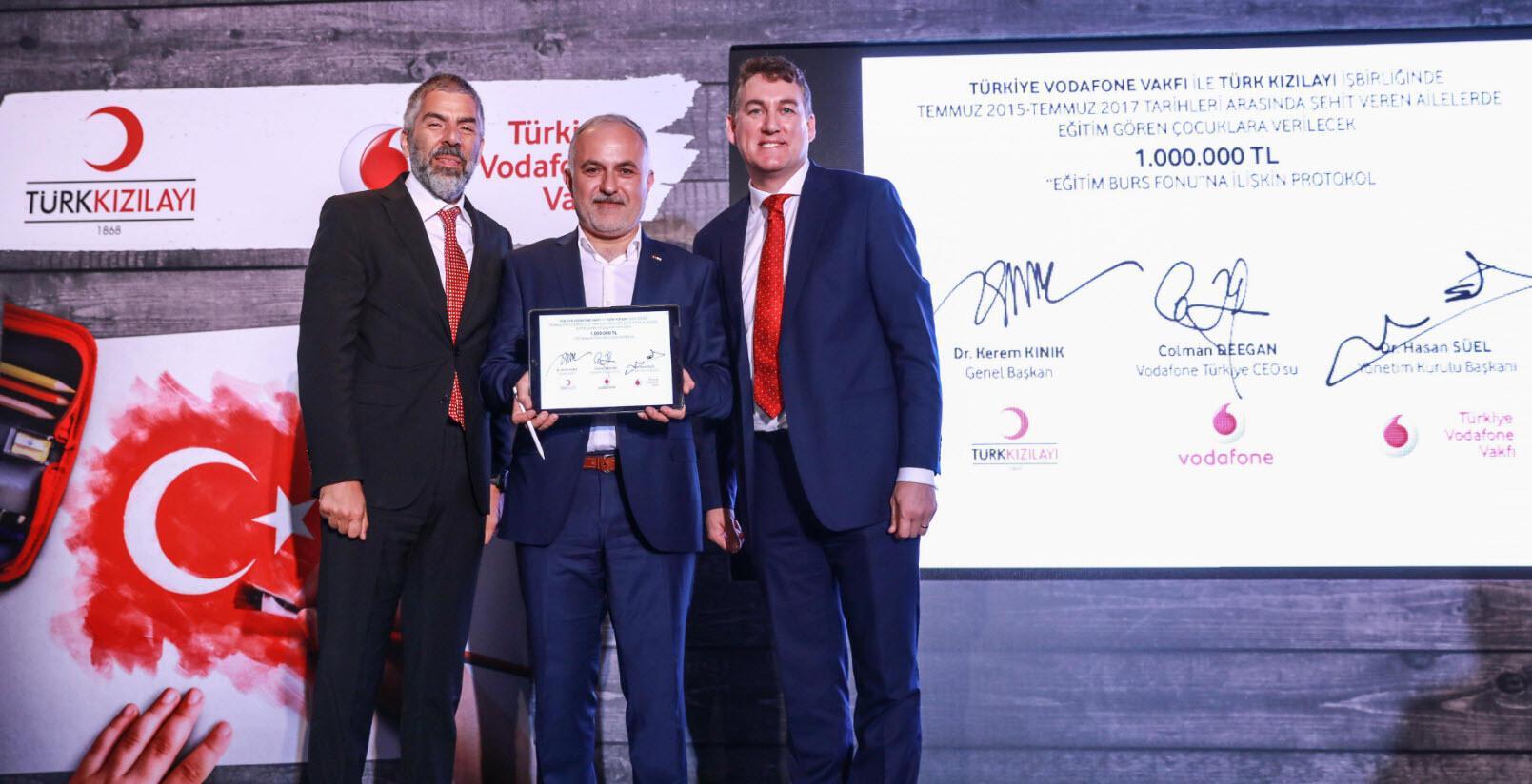 Türk Kızılayı ve Vodafone'dan şehit çocuklarına destek