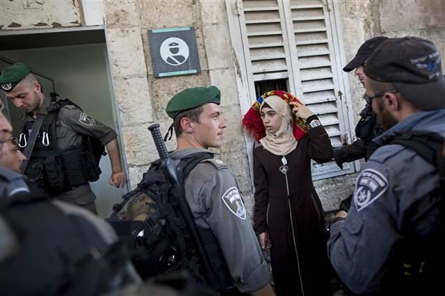 İsrail polisi Mescid-i Aksa'da cemaate saldırdı 22 yaralı