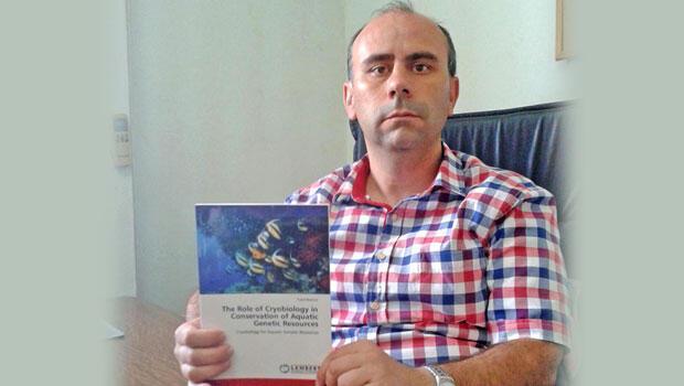 Kitabını Almanya da İngilizce yayımladı