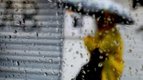 Meteoroloji uyardı sıcaklıklar düşüyor Kırklareli'nde yağmur başladı evleri su bastı