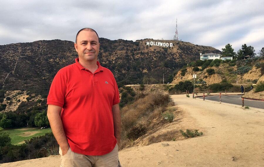 12 ay Los Angeles