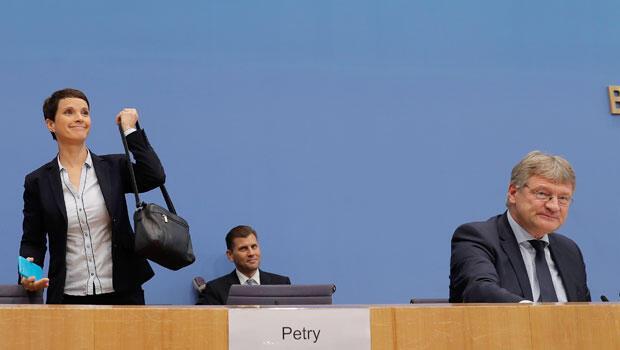 Petry bu kararıyla ne anlatmak istiyor