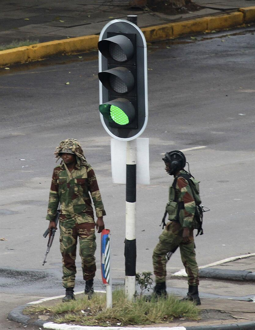 Genç kızı dövdüğü iddia edilen eski Zimbabwe First Ladysi için tutuklama kararı 77