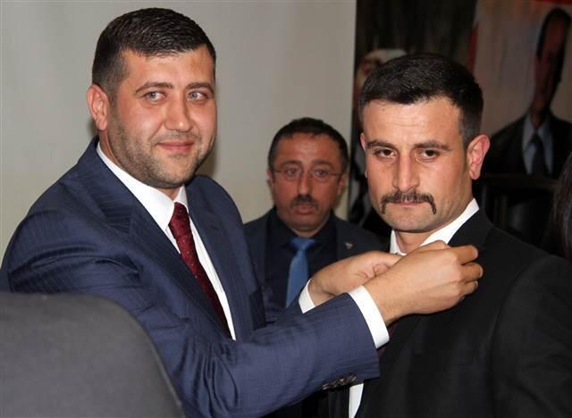 MHP üye olan 626 kişinin parti rozetleri törenle takıldı