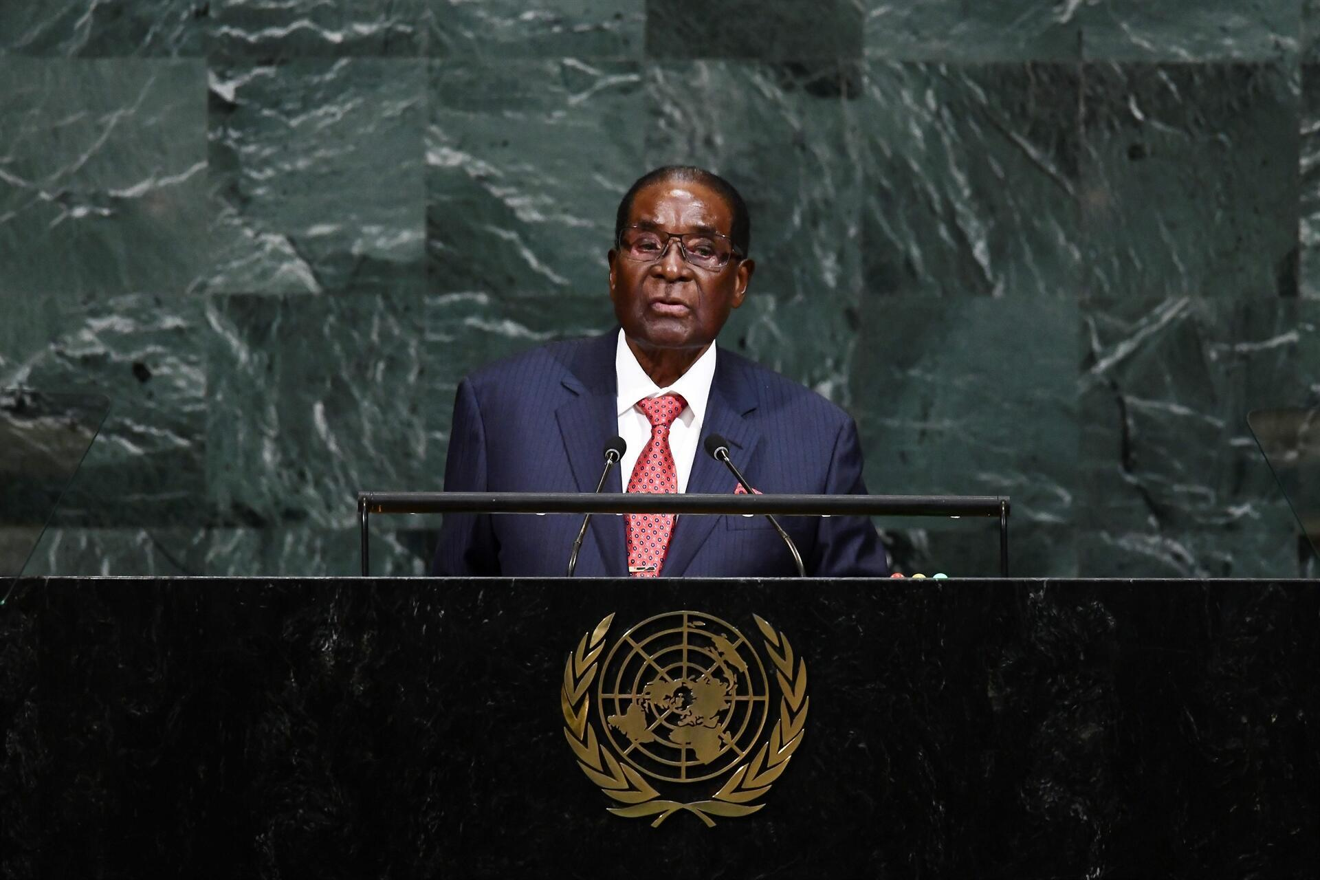 Genç kızı dövdüğü iddia edilen eski Zimbabwe First Ladysi için tutuklama kararı 74