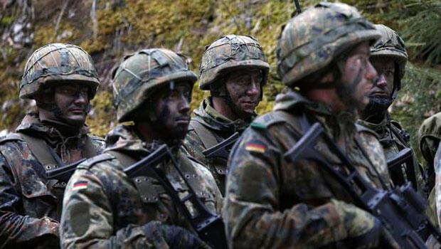 Alman askerleri 3 ay daha gitmeyecek