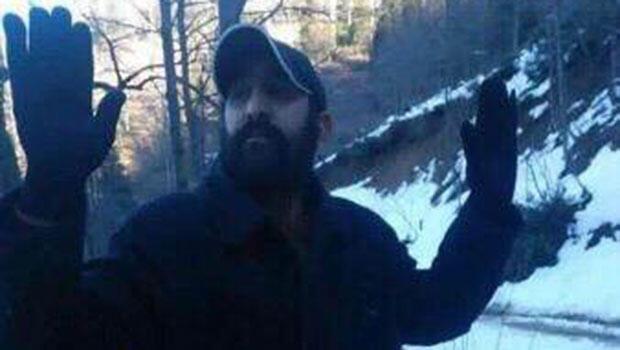 PKK'lı teröristin teslim olduğu anın fotoğrafı