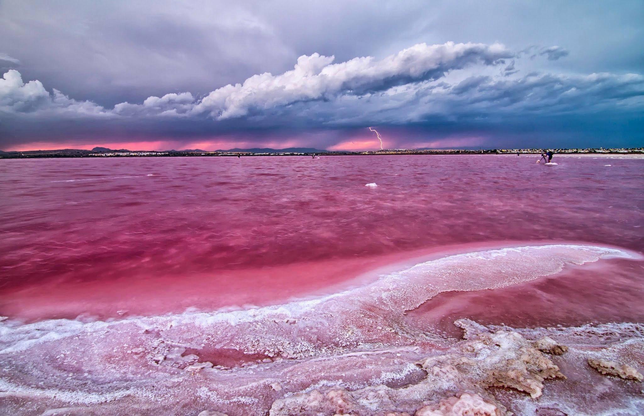 Doğanın mucizesi pembe göller