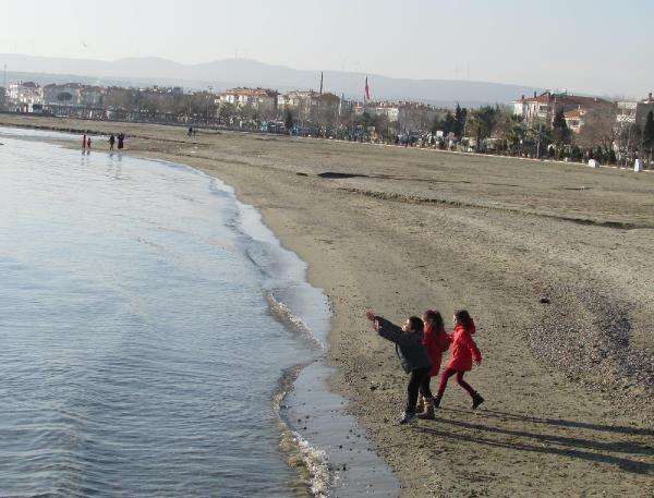 Sarköy Haberleri: Sıcak havayı görünce denize girdi 30