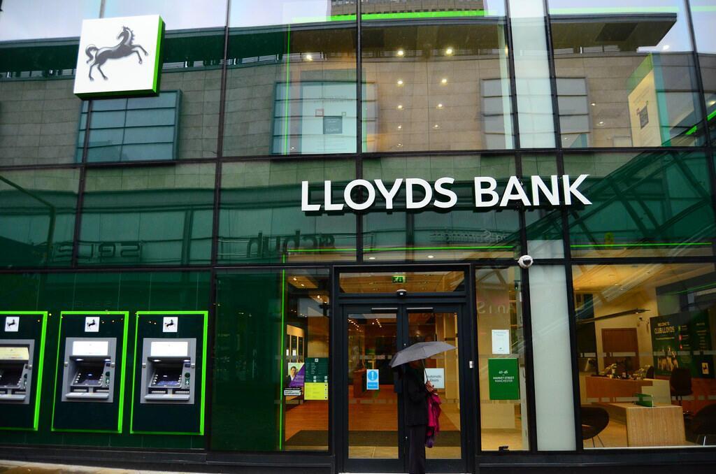 Lloyds'un vergi öncesi karı yüzde 24 arttı