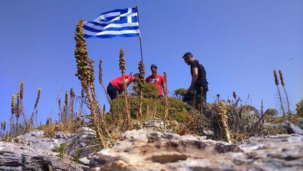 Yunanistan bayrağı kaldırıldı ile ilgili görsel sonucu