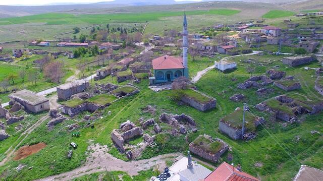 Afyonkarahisar`ın Emirdağ ilçesine 40 kilometre uzaklıktaki Avdan köyünde yaklaşık 40