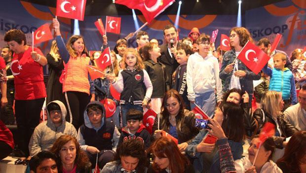 Ferhat Göçer'den Kıbrıs Açıkhava'da 23 Nisan Coşkusu