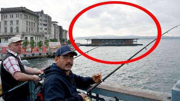 Şiddetli lodos nedeniyle 2008 yılında sulara gömülen Karaköy İskelesi'nin yerine