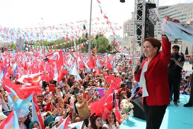 İYİ Parti Genel Başkanı Meral Akşener, Kayseri'de Cumhuriyet Meydanı'ndaki mitingde