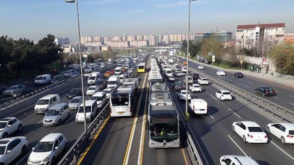 Akşam 17.30 gibi başlayan trafik, hem iş çıkışına denk gelmesi